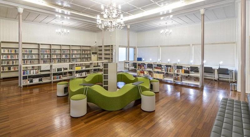 İzmir Şato Kütüphanesi