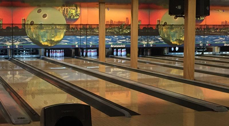 Royal Bowling Cafe & Bar